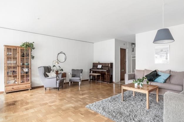 I vardagsrummet finns möjlighet för att skapa tre olika miljöer.