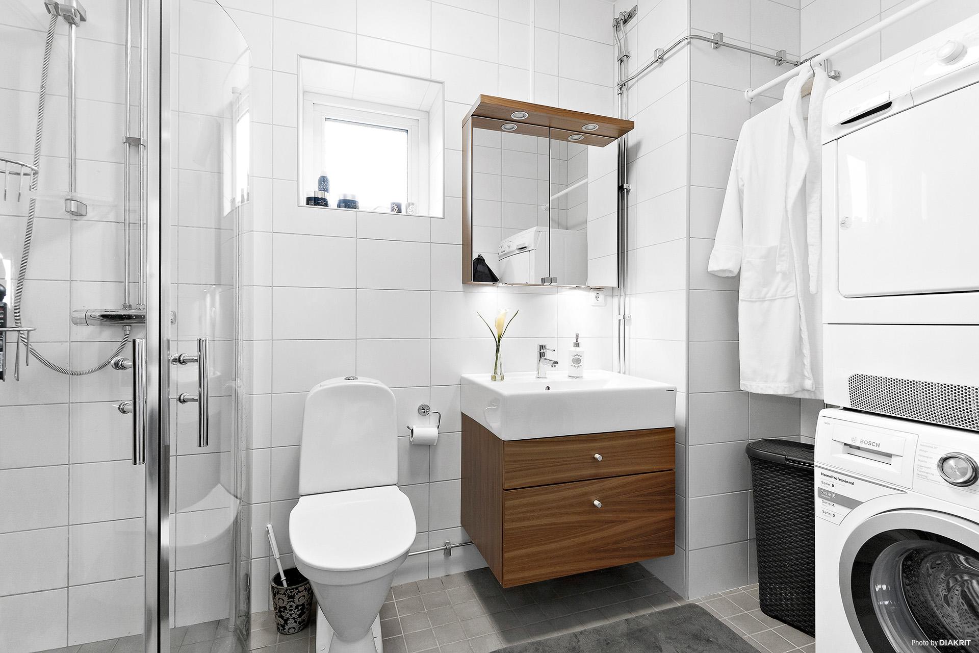 WC/dusch med klädvård (vid entré)