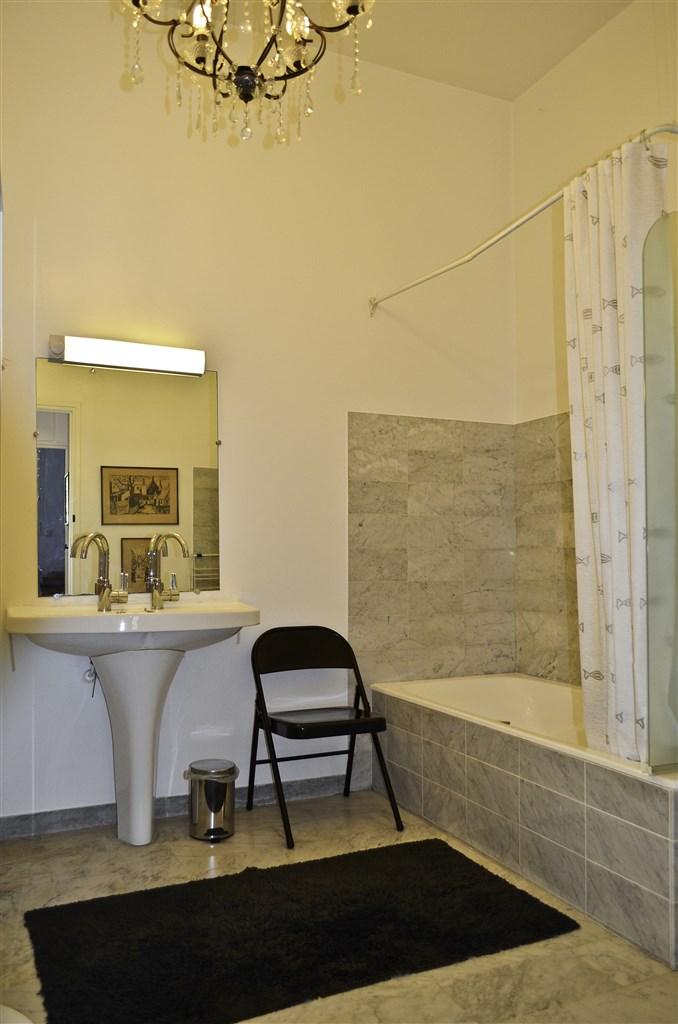 Badrum, wc separat intill