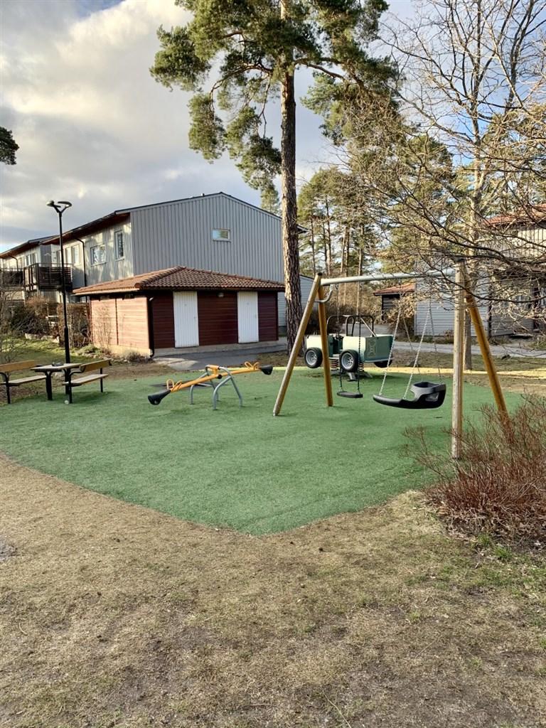 Föreningens gemensamma och nyrenoverade lekplats