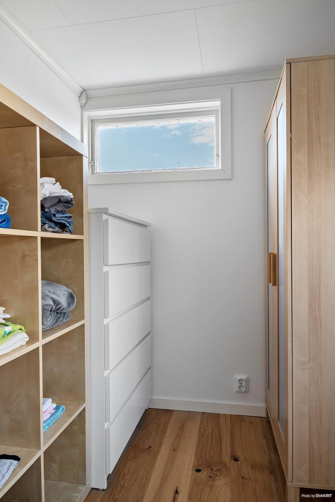 Det lilla sovrummet används idag som klädkammare