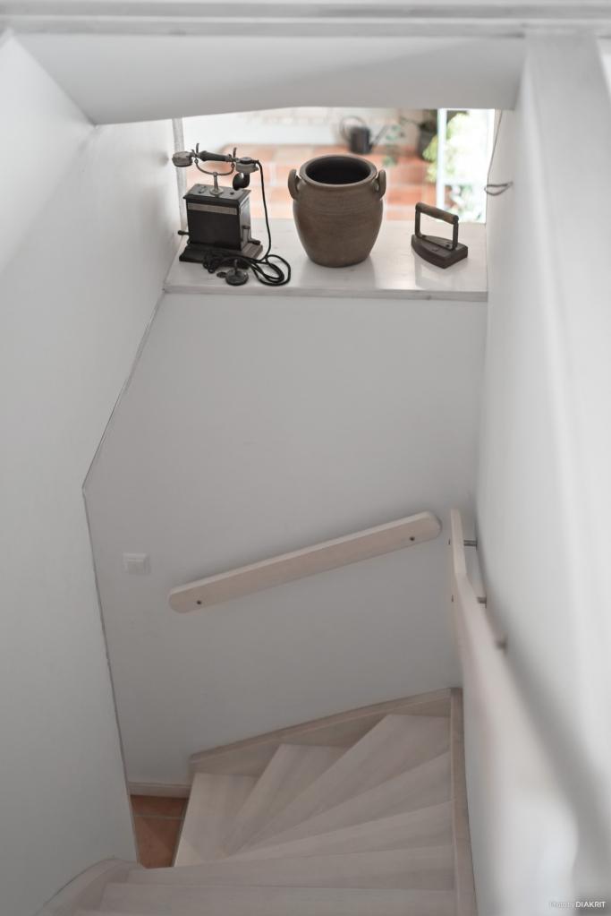 Trappan till loftet. Fin detalj att öppna upp mot entrén.