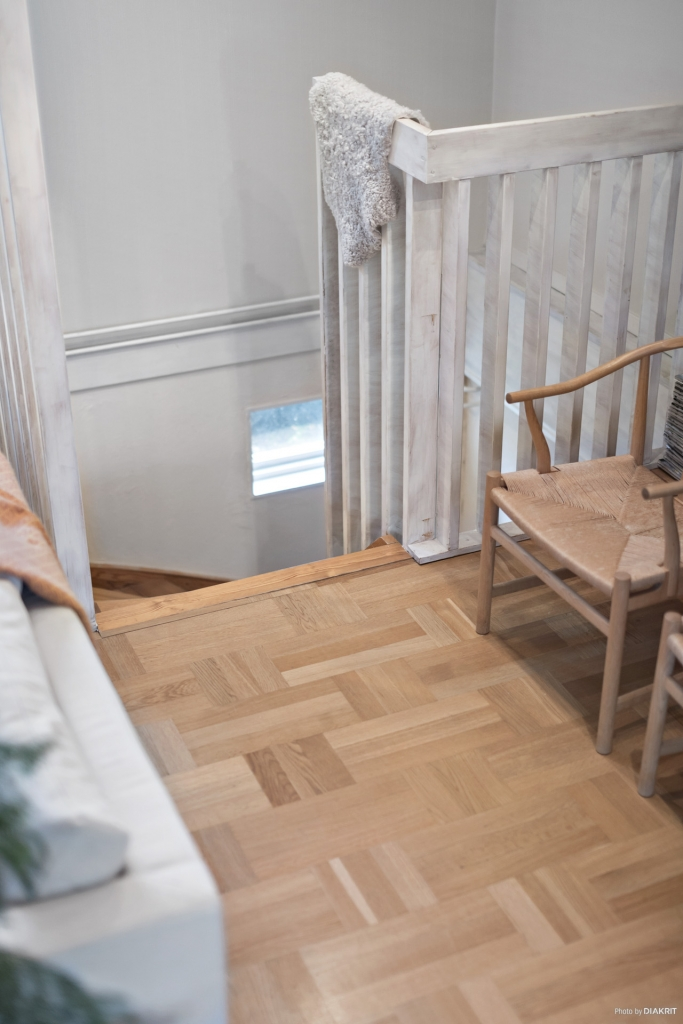 Trappan ner till källarvåningen.