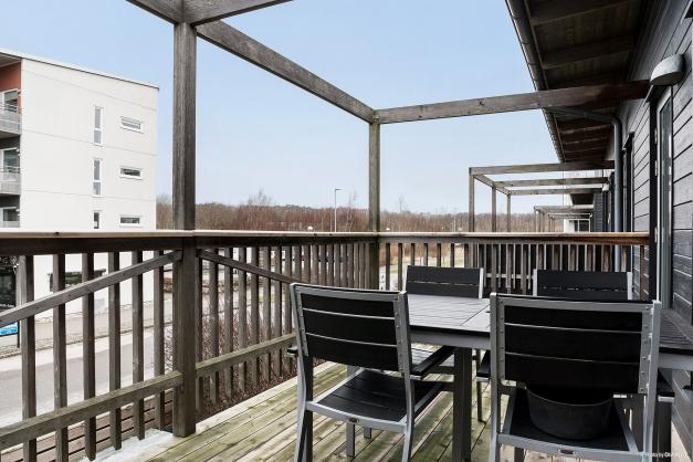 Balkongerna ligger i olika väderstreck så här får du chans att ta tillvara på soltimmarna