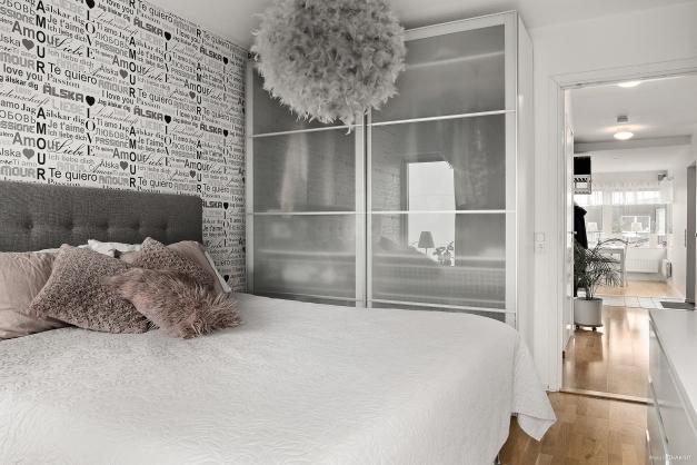 En snygg och praktisk skjutgarderob i sovrummet