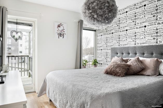 Även från sovrummet kan du tassa ut och njuta av vårsolen