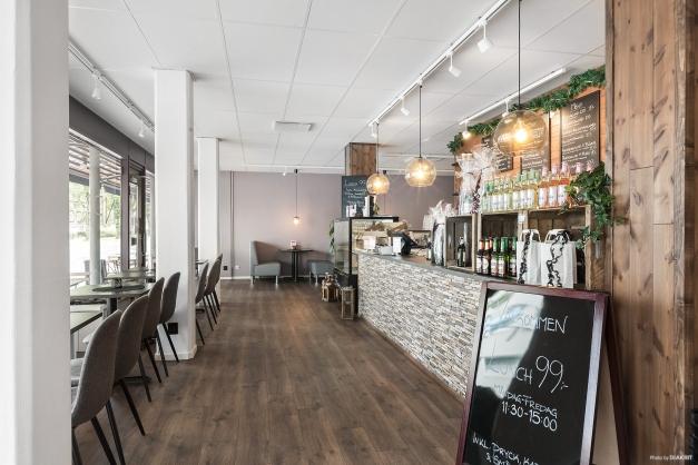 Lokalen utgörs idag av café med butiksdel
