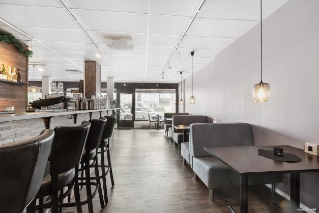 Cafédel med bar