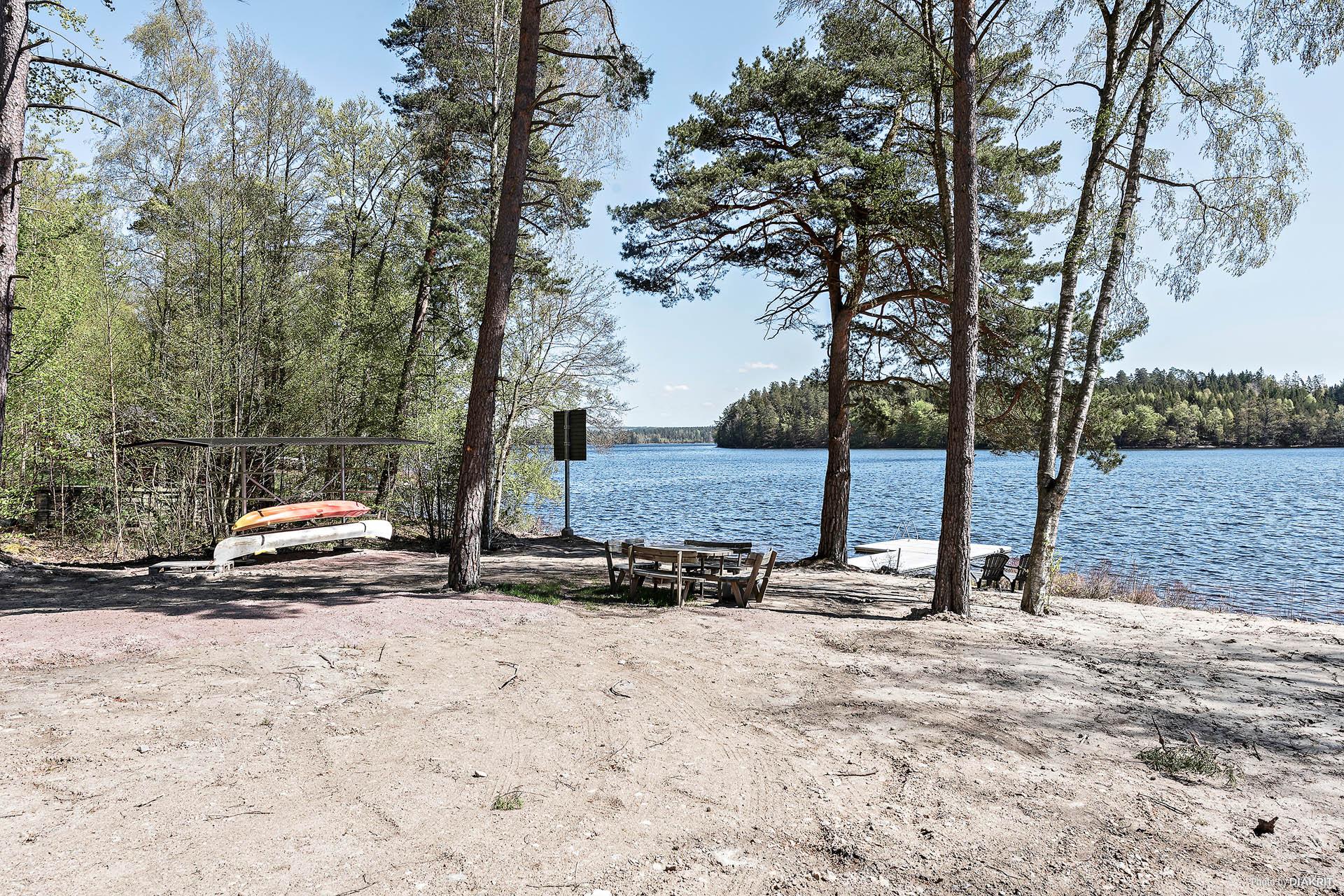 Även uppläggningsplats för kanoter finns.