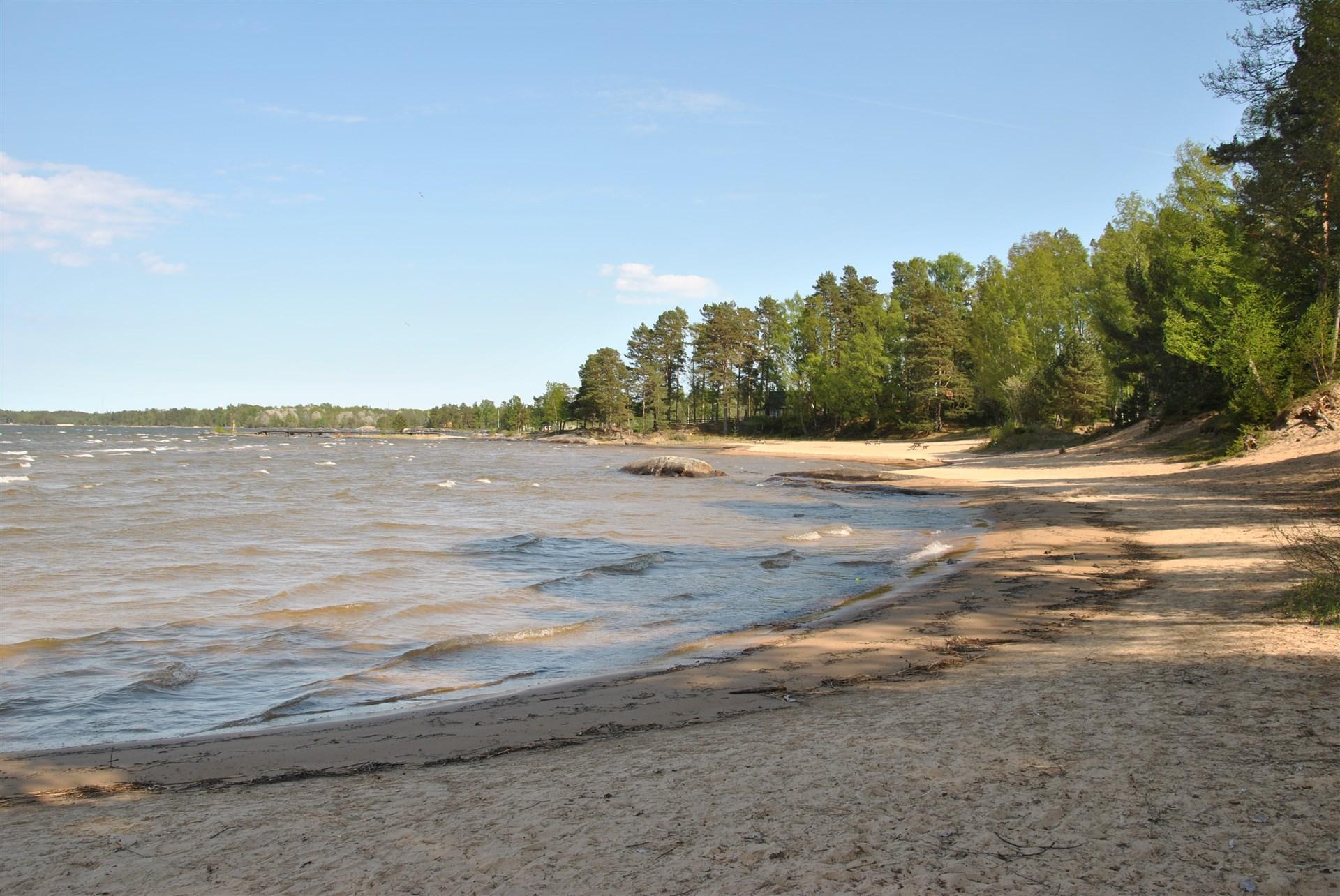 Ca 7,5 km till populär badstrand vid Gardesanna...