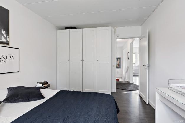 I sovrum 1 finns även garderober