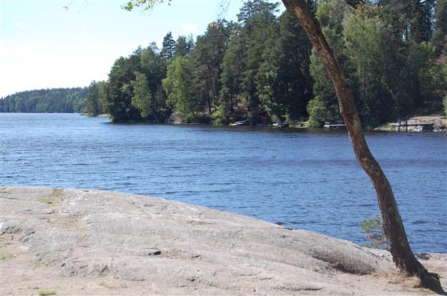 Kvarnsjön erbjuder fina klippbad.