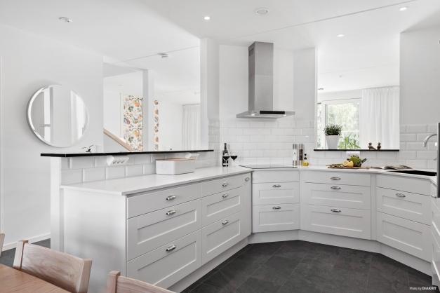 Köket är väldigt stilrent och snyggt utformat