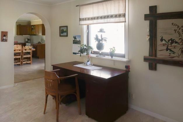 Passage/kontor sett mot kök