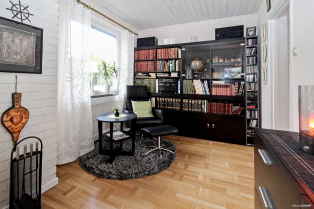 Biblioteksdel i vardagsrum