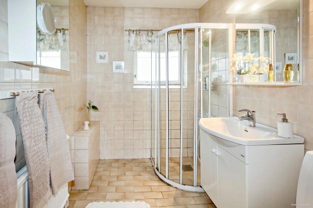 Helkaklad toalett med dusch, bv