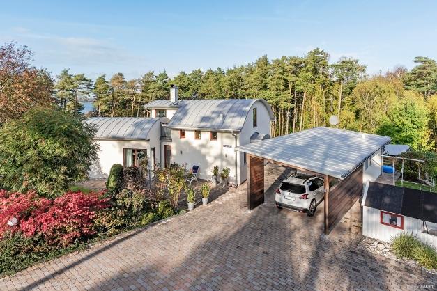 Bryggevägen 5, villa om 130 kvm , carport med förråd, helkaklat badrum, gäststuga och växthus