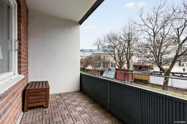 Balkong mot innergården, österläge