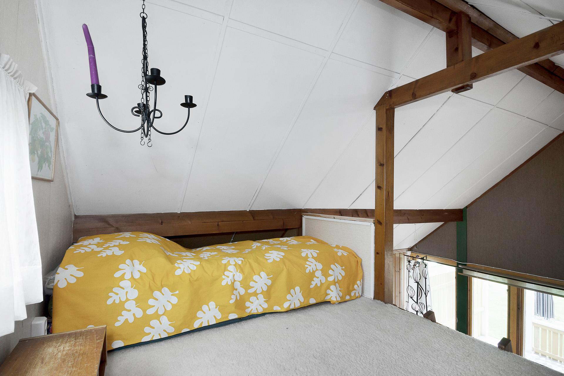 Sovloft med sängplats för två.