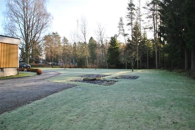 Stora gräsytor med plats för odling och exempelvis barns lek