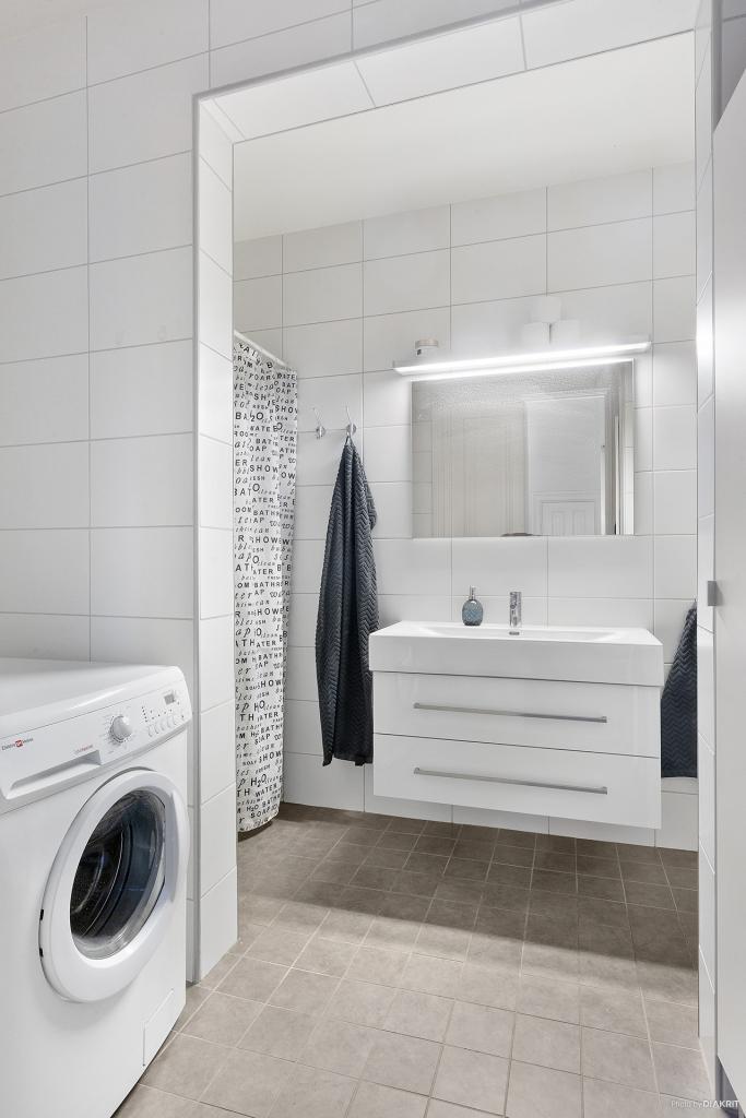 Helkaklad toalett/dusch/tvätt i lgh 1001