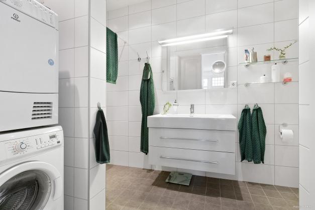 Helkaklad toalett/dusch/tvätt i lgh 1101