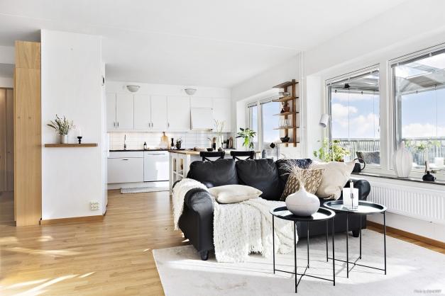 VARDAGSRUM - Öppen planlösning mellan kök och vardagsrum