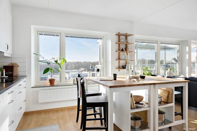 MATPLATS - Fin matplats med plats för stort matbord eller köksö