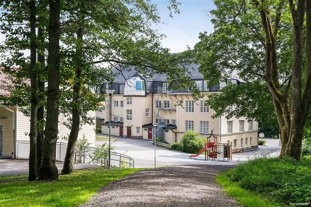 KROKSLÄTTSSKOLAN - Mysig skola (F-5) med egen skolskog.