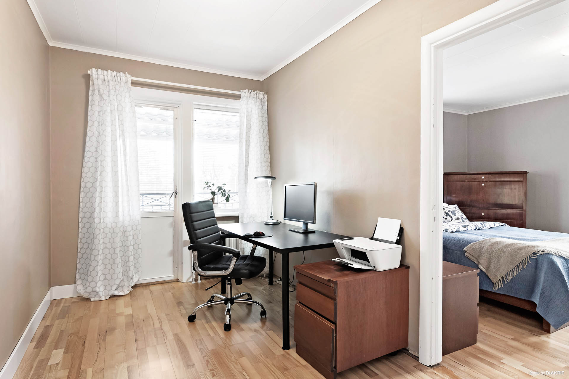 Möblerbar hall/rum med utgång till stor balkong