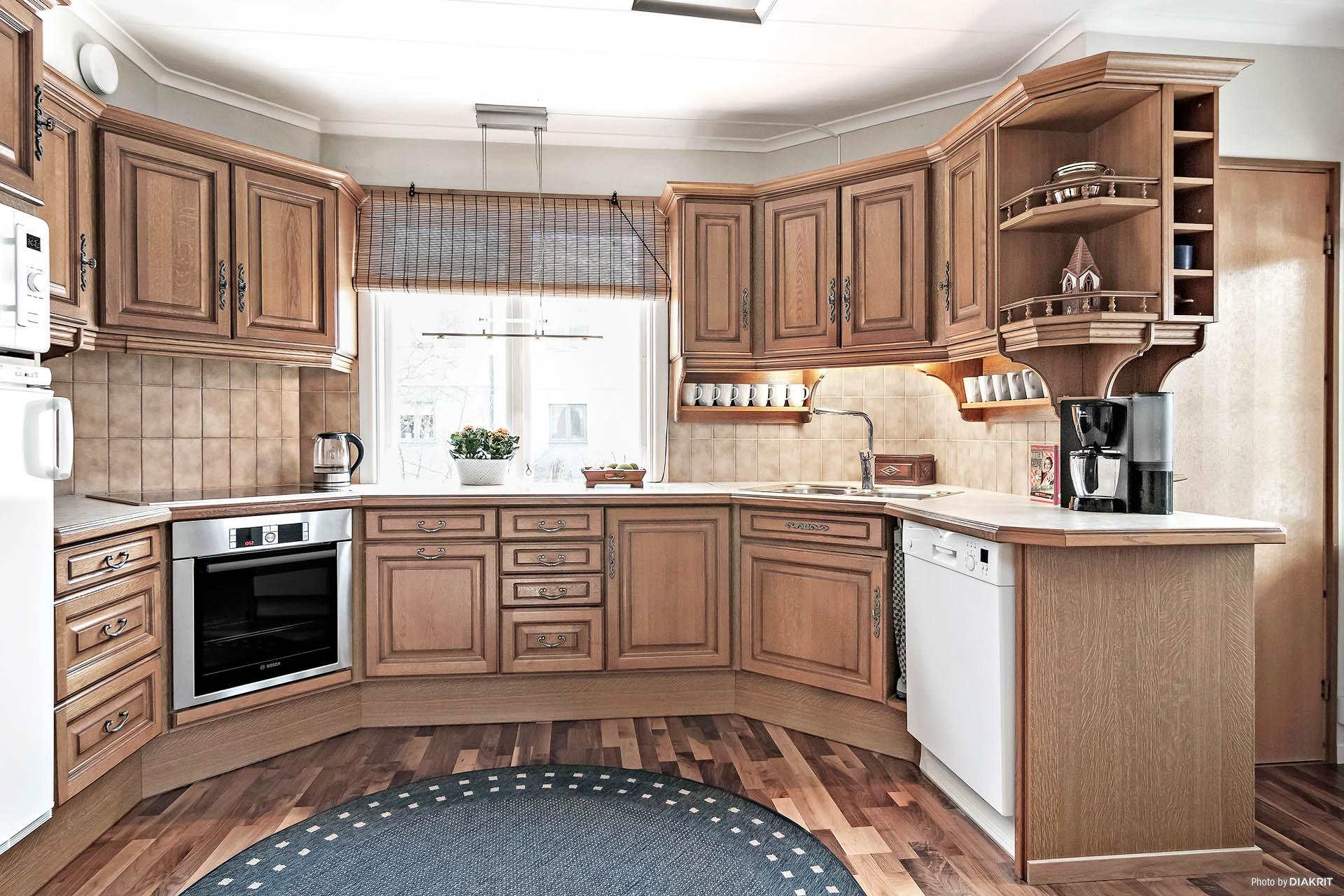 Köket med franskinspirerad köksinredning