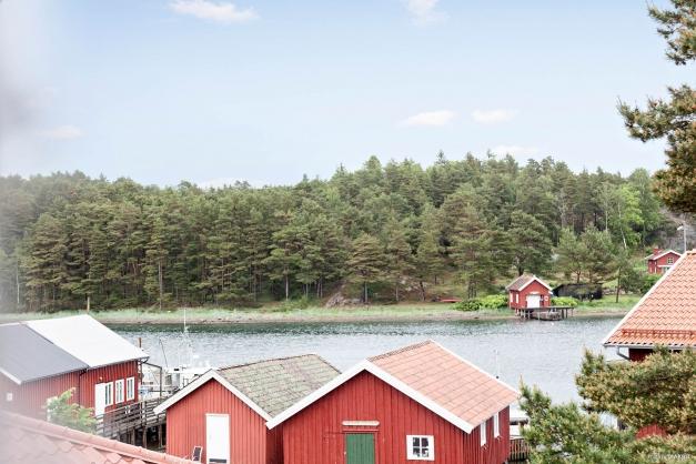 Utsikt över Rossö hamn ifrån vardagsrummen.
