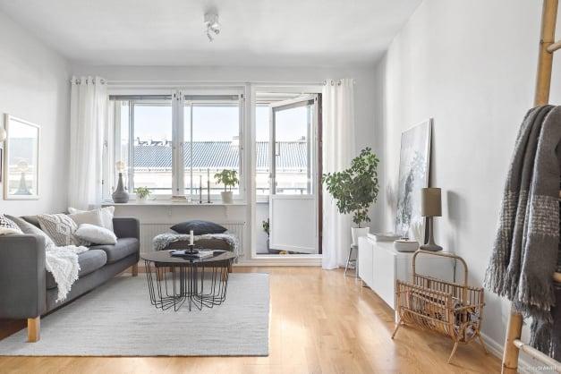 Vardagsrum med matplats eller för delning till ytterligare kontor eller gästrum