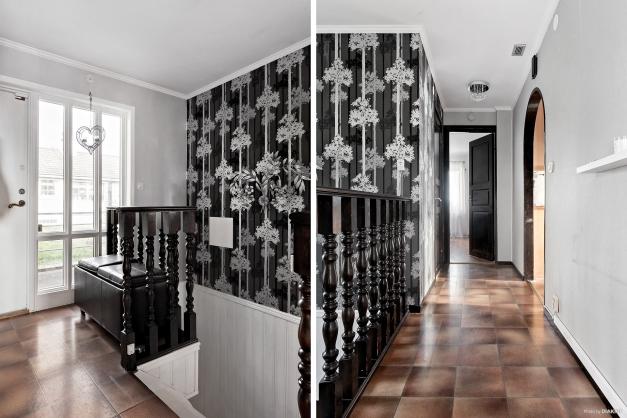 Välkommen in! Entréhall med fina sidoljus och trappa ner till källaren.