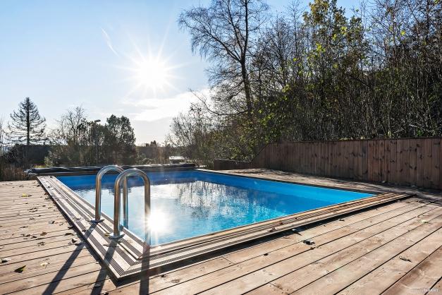 Här kan du både som vuxen och barn bjuda in till härliga poolpartyn.