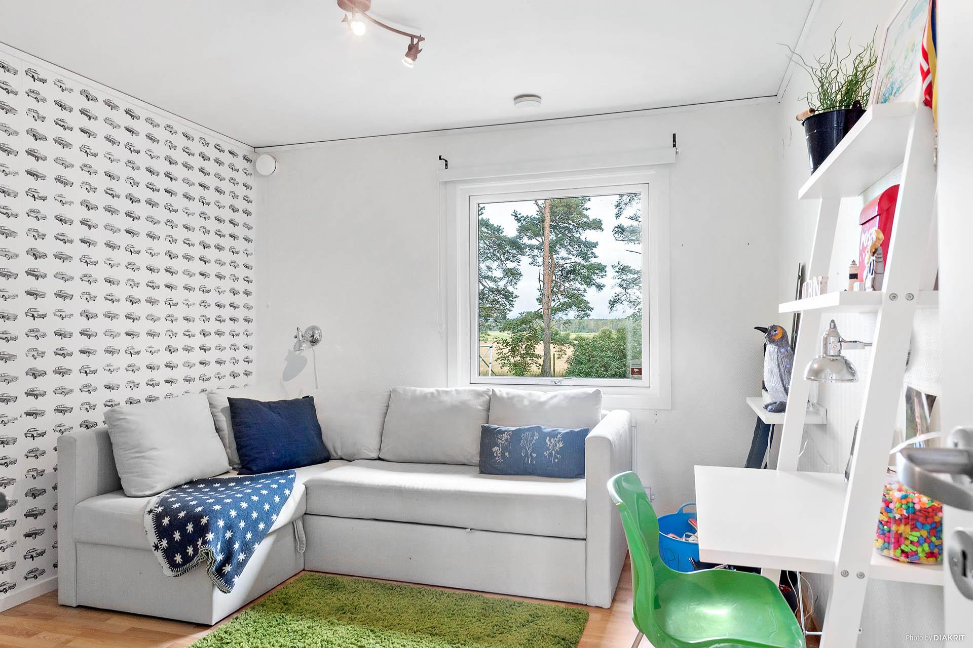 Sovrum med garderob på bottenvåning