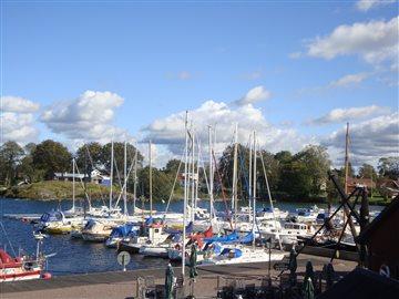 Hästholmens småbåtshamn.