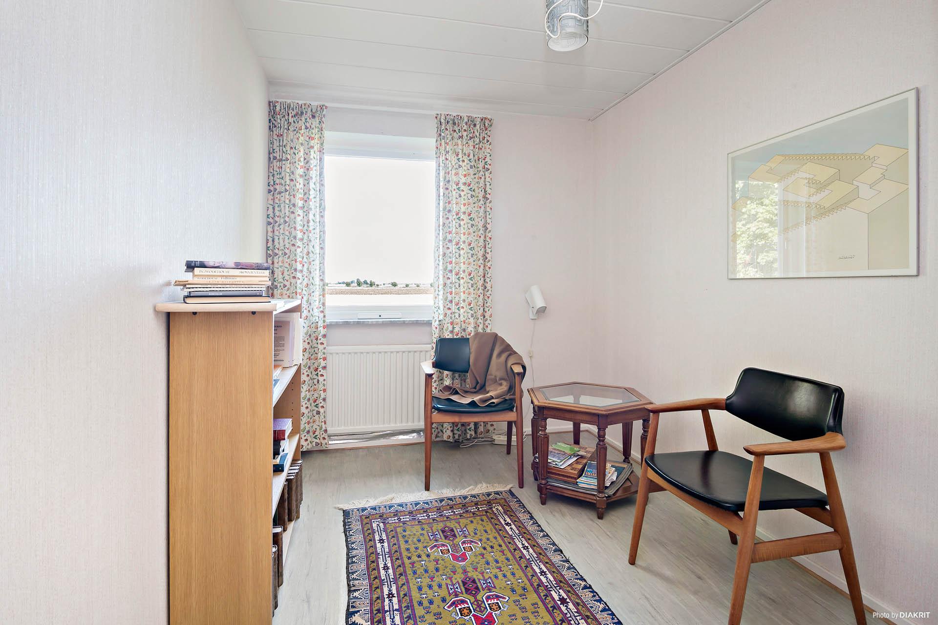 Ett av sovrummen på bottenvåningen.