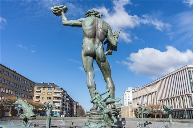 Götaplatsen med Poseidon högst upp på nöjesstråket Avenyn
