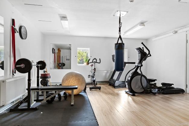 TRÄNINGSLOKAL - Fräscht gym med många fina träningsredskap