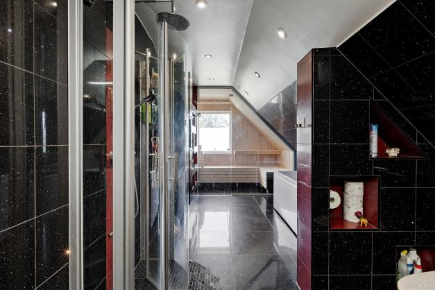 Duschrum med bastu ov.