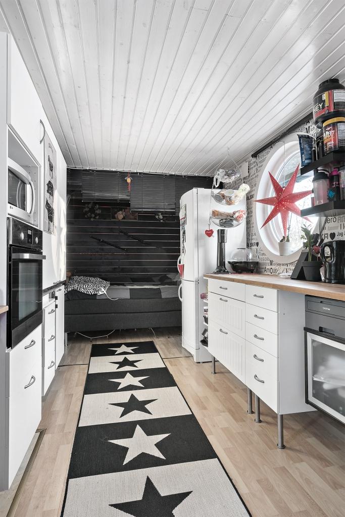 Kök / sovdel i gästhuset.