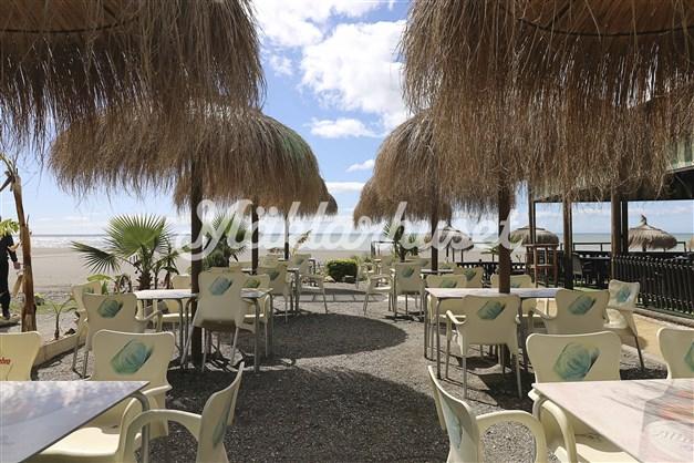 Den finns flera mysiga strandrestauranger i Benajarafe