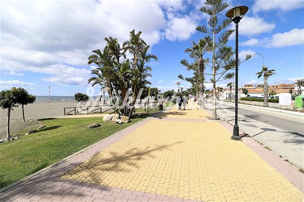 Strandpromenaden i Benajarafe