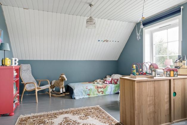 Stort sovrum som man skulle kunna dela av om man önskar det