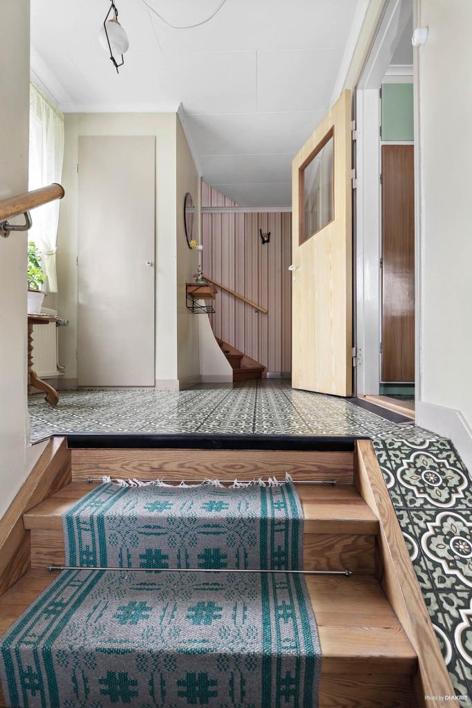 Entré hall med trappa till övervåningen