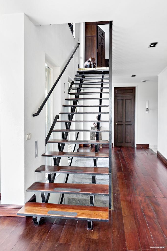 Trapp mot övervåningen.
