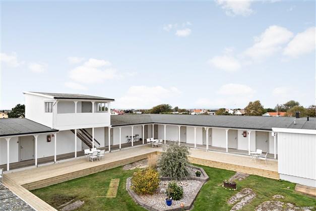I den u-formade hotelldelen finns totalt 15 bostadsrätter.