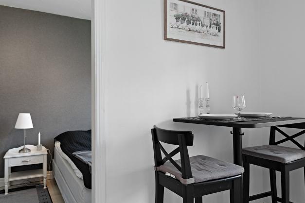 Kök och matplats mot sovrum