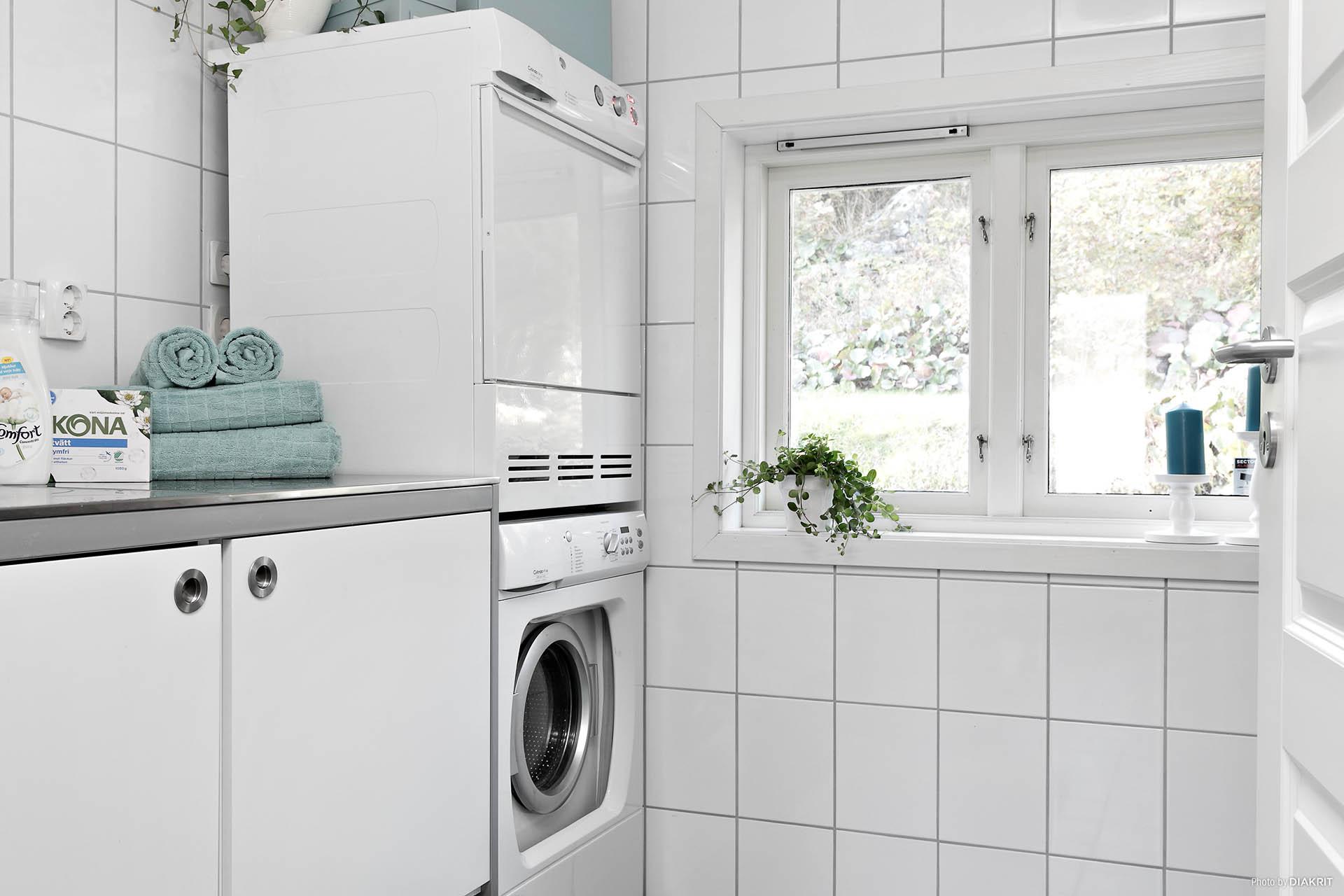 Tvättstuga i anslutning till badrum på entréplan